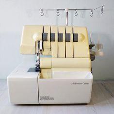 Costura fácil: Bustier en encaje. | Nocturno Design Blog Sewing Stitches, Sewing Patterns, Bustiers, Diy Bralette, Bralette Pattern, Sewing Shorts, Underwear Pattern, Leather Bag Pattern, Pearl Headband