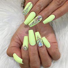 Glam Nails, Cute Nails, Pretty Nails, Long Acrylic Nails, Long Nails, Fabulous Nails, Gorgeous Nails, Neon Green Nails, Exotic Nails