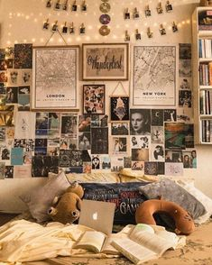A cozy movie night is guaranteed here knitting room ideas inspiratio . - A cozy movie night is guaranteed here knitting room ideas inspiration # - Retro Room, Vintage Room, Bedroom Vintage, Retro Vintage, Vintage Ideas, Vintage Yellow, Room Ideas Bedroom, Diy Bedroom Decor, Bedroom Inspo