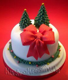 Bow and trees xmas cake Chrismas Cake, Christmas Themed Cake, Christmas Cake Designs, Christmas Cake Decorations, Christmas Cupcakes, Christmas Sweets, Holiday Cakes, Christmas Baking, Christmas Decor