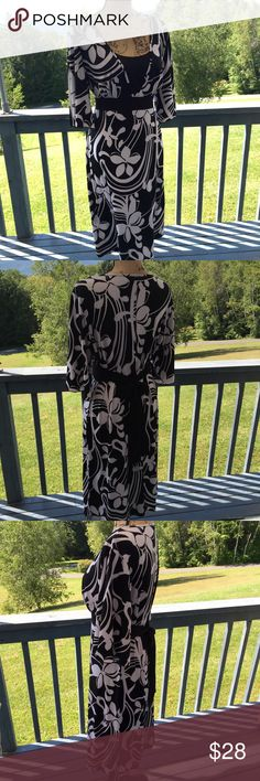 Black & White Dress Amazing Black & White floral patten dress ladies Large. Empire waist with Beautiful V neckline. Flattering tie back to accentuate waistline. Bell ruffled 3/4 length sleeves. Excellent condition! ✨ Studio 1940 Dresses Midi
