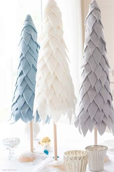Weihnachtsbaum aus Fleece basteln My Fleece Cone Christmas Tree is so adorable. I figured out how to create these inexpensive trees out of paper and fleece. They take about 2 hours to create and you have a beautiful holiday decoration for your home. Cone Christmas Trees, Noel Christmas, Christmas Ornaments, White Christmas, Cone Trees, Christmas Music, Homemade Christmas, Christmas Tree Crafts, Diy Ornaments