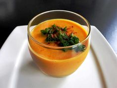 Cold Zucchini Tomato Soup with Thermomix - Thermomix Recipe - Cold Zucchini Tomato soup with thermomix. Discover the recipe for Cold Soup with Zucchini and Tomat - Homemade Protein Shakes, Protein Shake Recipes, Healthy Soup Recipes, Raw Food Recipes, Cooking Chef, Batch Cooking, Gazpacho Recept, Healthy Food Alternatives, Chilled Soup