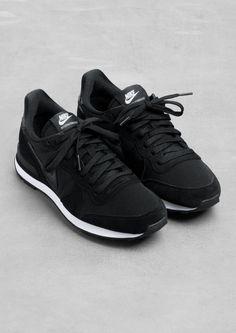 Trendy Women's Sneakers :   ♥ Black Nike Sneakers, Black Nike Trainers Outfit, Nike Women Sneakers, Classic Nike Shoes, Black And White Trainers, Black Nikes, Women Nike, Shoes Sneakers, Roshe Shoes