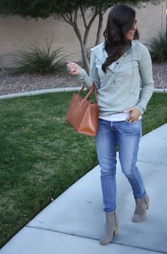 casual style...and I'm loving the purse