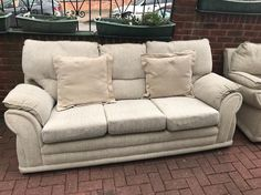 Three seater and one seater fabric sofa good condition no marks or rips. Can be delivered.