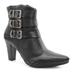 Bota Ramarim, uma elegância de bota confeccionada em Couro soft preto com detalhes de fivelas na lateral um conforto de sapato com palmilha de eva e segura com borracha antiderrapante.