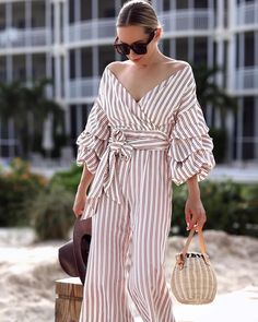 """23.8 k mentions J'aime, 126 commentaires - LIKEtoKNOW.it (@liketoknow.it) sur Instagram: """"Tiered sleeves and tie-waist detail, we're getting our weekly dose of wanderlust-worthy wear inspo…"""""""