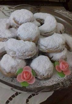 Κουραμπιέδες ούζου !!!! ~ ΜΑΓΕΙΡΙΚΗ ΚΑΙ ΣΥΝΤΑΓΕΣ 2 Greek Sweets, Greek Desserts, Greek Recipes, Greek Cookies, Greek Pastries, Biscotti Cookies, Christmas Cookies, Food And Drink, Pudding