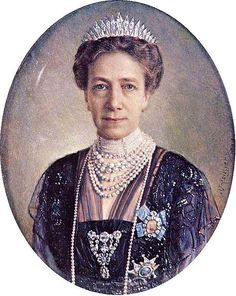 Victoria of Baden wearing the Baden fringe tiara and the pearl choker ...
