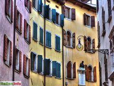 Udine (UD) - Friuli-Venezia Giulia, Friaul-Julisch-Venetien - Italy, Italien - Autumn in a street in Udine - Herbstliche Stimmung in einer Straße in Udine. - More at: http://www.italien.info/impressionen