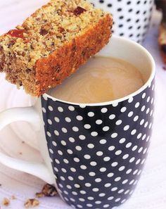 Daar is min dinge so lekker soos koffie en beskuit vroeg in die oggend. Kos, Buttermilk Rusks, Rusk Recipe, Ma Baker, All Bran, South African Recipes, Muesli, Sweet Recipes, Healthy Recipes