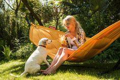 Combo Design is officieel dealer van Fatboy. ✓ Headdemock hangmat makkelijk bestellen ✓ Gratis verzending (NL) ✓ 1-3 werkdagen ✓ Garden Furniture, Outdoor Furniture, Outdoor Decor, Furniture Design, Fatboy Headdemock, Lazy Summer Days, Lounge Chair Design, Be Perfect, Making Out