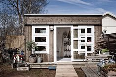 How lovely is this garden shed? Recycler Diy, Architecture Artists, Backyard Office, Temporary Structures, Wooden Cabins, Outdoor Living, Outdoor Decor, Outdoor Ideas, Building Structure