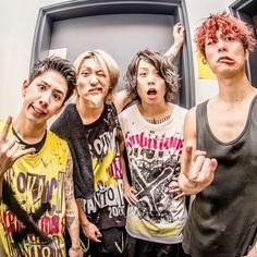 Listen to every One OK Rock track @ Iomoio One Ok Rock, Takahiro Moriuchi, Saitama Super Arena, Six Feet Under, Living Dolls, Heavy Metal Bands, Visual Kei, Asian Boys, Pretty Boys