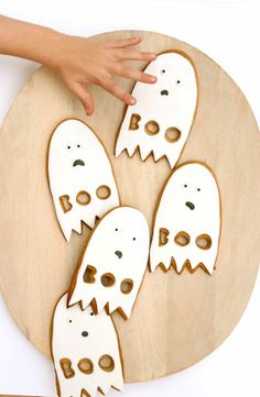 Anxious ghost cookies for Halloween! Halloween Home Decor, Halloween Desserts, Holidays Halloween, Spooky Halloween, Halloween Treats, Happy Halloween, Halloween Decorations, Halloween Party, Spooky Spooky