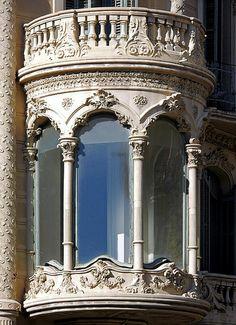Barcelona - Enric Granados 119 02 a by Arnim Schulz Baroque Architecture, Art Nouveau Architecture, Historical Architecture, Beautiful Architecture, Beautiful Buildings, Architecture Details, Beautiful Places, Balcon Juliette, Door Knockers