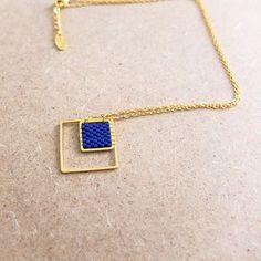 Le produit Collier graphique, carré tissé en délicas Miuki, doré à l'or fin est vendu par My-French-Touch dans notre boutique Tictail.  Tictail vous permet de créer gratuitement en ligne un shop de toute beauté sur tictail.com