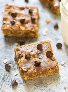 Chewy Oatmeal Chocolate Chip Bars with peanut butter and honey. NO butter, oil, or refined sugar. EASY, healthy recipe! @wellplated