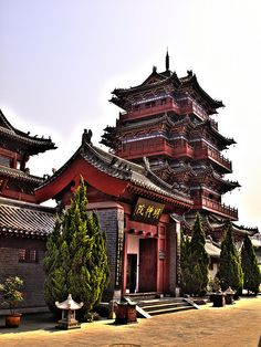 Justice Bao's Mansion in Bian, Henan, China (by kevinpoh). Ancient Chinese Architecture, Chinese Buildings, China Architecture, Japanese Architecture, Architecture Office, Gothic Architecture, Futuristic Architecture, Song Dynasty Architecture, Hangzhou