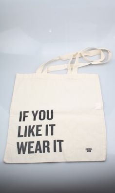 Tas bedrukt in één kleur / Bag printing in one color #bags #tassen #bedrukken #printing #zeefdruk #silkscreen #AmericaToday Something In The Way, Just Be You, Free Spirit, Paper Shopping Bag, Reusable Tote Bags, Street Style, Fashion, Accessories, Moda