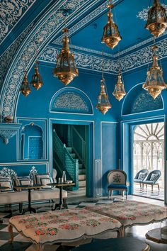 The Narain Niwas Palace in Jaipur India, which was built in 1928 as a country retreat for General Amar Singh, has since been transformed into a hotel designed by Marie-Anne Oudejans in a palette of energizing azure-blue and white. Indian Home Decor, Moroccan Decor, Indian Decoration, Moroccan Style, Indian Room, Moroccan Design, Architectural Digest, Indian Architecture, Architecture Design