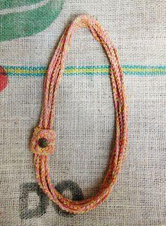Free crochet necklace tutorial!
