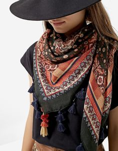At Stradivarius you'll find 1 Folk paisley scarf for just 12.95 Spain . Visit now to discover this and more Neck scarves.
