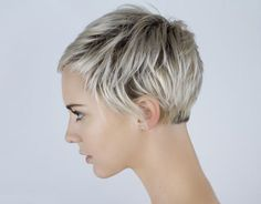 How to be aware of all the present pixie cut trends in time? In this post you will find Pixie Crop Hairstyle that you will adore immediately! The pixie crop Pixie Hairstyles, Pretty Hairstyles, Pixie Haircuts, Famous Hairstyles, Layered Hairstyles, Hairstyles 2018, Hairstyle Ideas, Love Hair, Great Hair