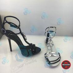 Vicini Горячие скидки #шоппингиталия #совместныезакупки #shoppingitaly #forwardingitaly #посредниквиталии #риминишоппинг #posrednikvitaly #salesitaly #saleinitaly #smartforwardingitaly #smartitalyrimini #smartassistanceshoppingitaly #smartvicini Valentino, Sandals, Heels, Instagram, Fashion, Slide Sandals, Moda, Shoes Sandals, Shoes Heels