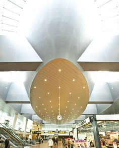 The ceiling at Pier C by Holm & Grut A/S. The room is designed so that it's so strong that the expression is maintained, regardless of how the functions are changed later - as is often the case in an airport.