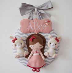 A mamãe está decorando o quartinho pra esperar pequena Alice com o tema menina e coelhinhos. Pra combinar com tudo, ela me pediu que fizesse...