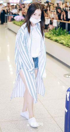 Red Velvet - Irene Red Velvet Seulgi, Red Velvet Irene, Kpop Outfits, Cute Outfits, Korean Street Fashion, Great Women, All About Fashion, Pop Fashion, Kpop Girls