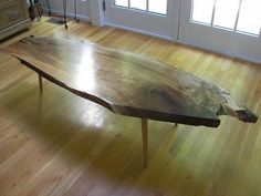 The most amazing #DIY #coffeetable I have ever seen in my whole life. Not even kidding.   Su Casa: Hazelnut Spread's Nakashima-Esque Table