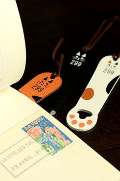 This is super cute wooden bookmark.- Weight: approx. 20g- Material: wood- Size: approx. 2.5cm x 11cm…