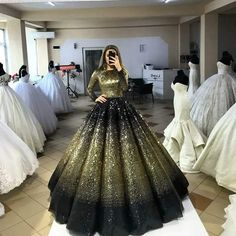 "Couple Has An ""Unusual"" Wedding Where Guests Get To Wear Their Old Bridal Dresses Again Ball Dresses, Bridal Dresses, Ball Gowns, Prom Dresses, Dress Wedding, Quinceanera Dresses, Beautiful Gowns, Dream Dress, Pretty Dresses"