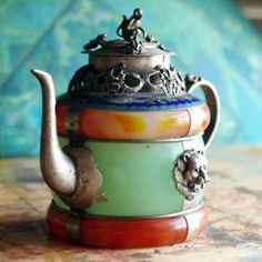 Don't try to tell me that a beautiful Earl Grey wouldn't somehow be elevated to an art form in this teapot......