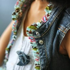 This ruffled edge denim vest is refashion from an outgrown denim dress. Get the tutorial. Diy Clothing, Sewing Clothes, Upcycling Fashion, Estilo Jeans, Mode Jeans, Denim Ideas, Denim Crafts, Altered Couture, Refashioning