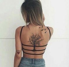 Back tattoo girl back tattoos, small back tattoos, cute girl tattoo Small Back Tattoos, Girl Back Tattoos, Cute Girl Tattoos, Cool Tattoos, Tattoo Platzierung, Tattoo Fonts, Tattoo Neck, Tattoo Quotes, Neue Tattoos
