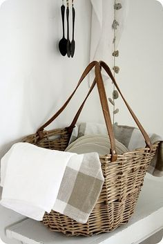 add handles to ordinary basket to transform into tote.(idea: old leather belts from thrift store on our old wicker laundry basket) Home Interior, Organizer, Curtain Rods, Wicker Baskets, Picnic Baskets, Basket Weaving, Wire Basket, Rattan, Crates