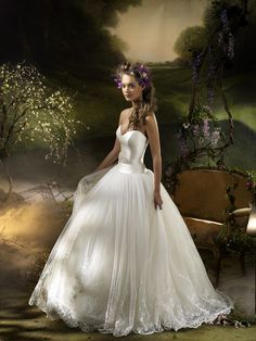 I really don't like ballgown type dresses, but this is just super pretty!