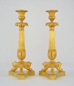 Grande paire de bougeoirs tripodes en bronze doré Restauration circa 1820