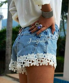 Customização de roupa Diy Jeans, Jeans Brodés, Diy Lace Shorts, Lace Trim Shorts, Floral Shorts, Diy Summer Clothes, Diy Clothes, Short Shorts, Short Jeans