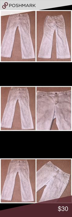 """Chico's champagne colored"""" denim jeans 2 10 / 12 073017-33 drnerds  Chico's ladies """"champagne colored"""" denim jeans, Sz 2R  ladies """"platinum denim"""" jeans (off-white) of 70% cotton/28% poly/2% Spandex with high waist and full legs, Sz 2R Waist - 34 Inseam - 31 Chico's Jeans"""