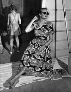 Grace Kelly in a boldly patterned dress from Horrockses, 1950s. #vintage #summer #fashion