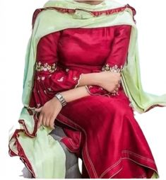 Fine Embroidery on sleeves small motifs. Dupatta chiffon with four sided ribbon. Punjabi Suits Designer Boutique, Boutique Suits, Indian Designer Suits, A Boutique, Embroidery Suits Punjabi, Embroidery Suits Design, Hand Embroidery, Embroidery Dress, Embroidery Designs