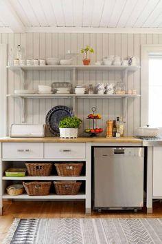Vaxholmshus_031_Sommar kok 2_lowres Kitchen Cart, Kitchen Storage, Kitchen Cabinets, Scandinavian Cottage, Cellar Design, Beautiful Kitchens, Open Shelving, Shelves, Interior Design Kitchen