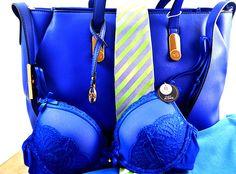 Die #Trendfarbe #Kobaltblau stellt alle anderen #Farben gerade in den Schatten!  Ein kleines Stückchen #Paradies können wir uns mit #Accessoires und #Mode kaufen. Wir haben mal geschaut, was es im #AlleeCenterMagdeburg an schönen Teilchen im schwer angesagten Kobaltblau gibt – und siehe da, die Auswahl ist groß! Hier: #Tasche von #Caprisa bei#SinnLeffers: 39,99 €. #BH von #Hunkemöller – 29,99 €. Die #Kravatte (einmal nicht blau) ist von#Eterna – 39,95 € #MagMag #Magdeburg #Fashion…