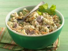 Tuna-Macaroni Salad: Lighter Tuna-Macaroni Salad: For 1 gram of fat and 210 calories per serving, use fat-free mayonnaise, reduced-fat Cheddar cheese and water-packed tuna. - QueRicaVida.com
