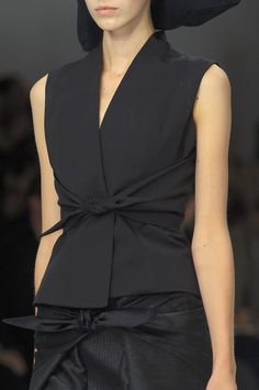 Rick Owens at Paris Fashion Week Spring 2009 - Details Runway Photos Blouse Styles, Blouse Designs, Dress Designs, Fashion Details, Fashion Design, Fashion Trends, Fast Fashion, Womens Fashion, Mode Inspiration